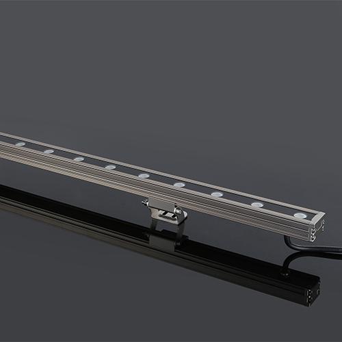 L18-827 18W结构防水洗墙灯