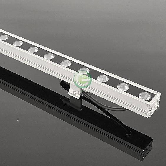 L18-001 18W结构防水洗墙灯